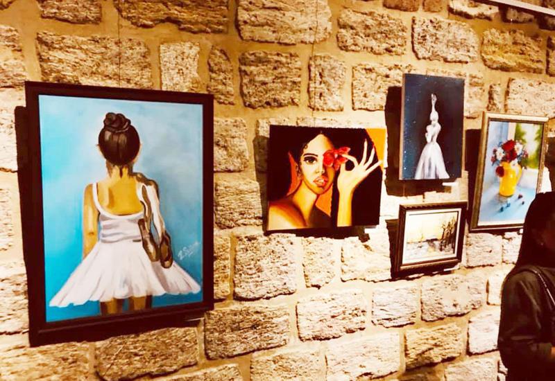 В Баку открылась выставка художественных работ молодых авторов