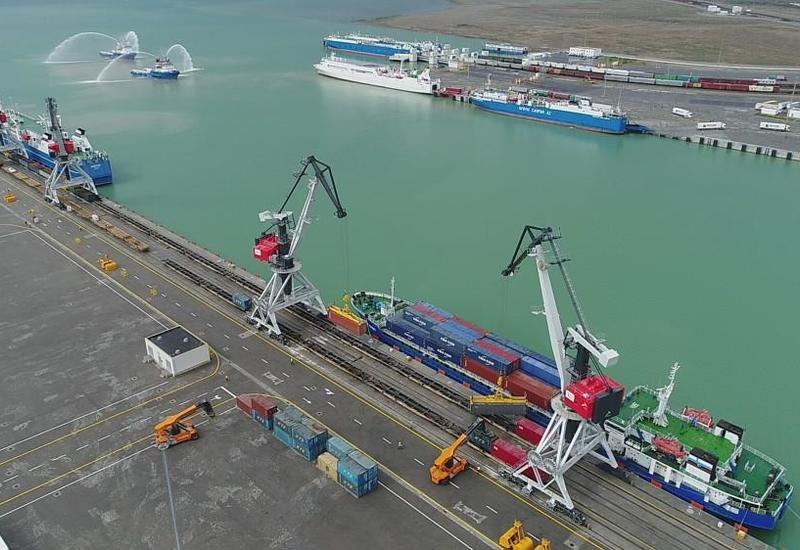 Бакинский порт отправил в Турцию грузовой караван из Китая