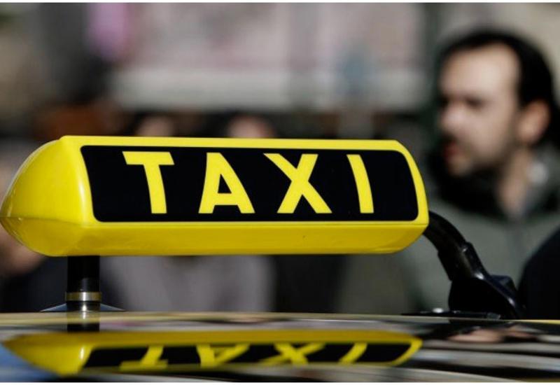 Таксист-художник: Водитель из Азербайджана рисует Москву за рулем