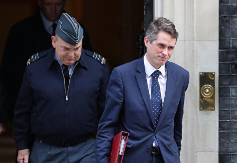 СМИ узнали причину отставки министра обороны Британии