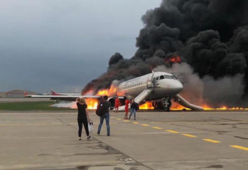 Пассажир сгоревшего самолета заявил, что в борт ударила молния