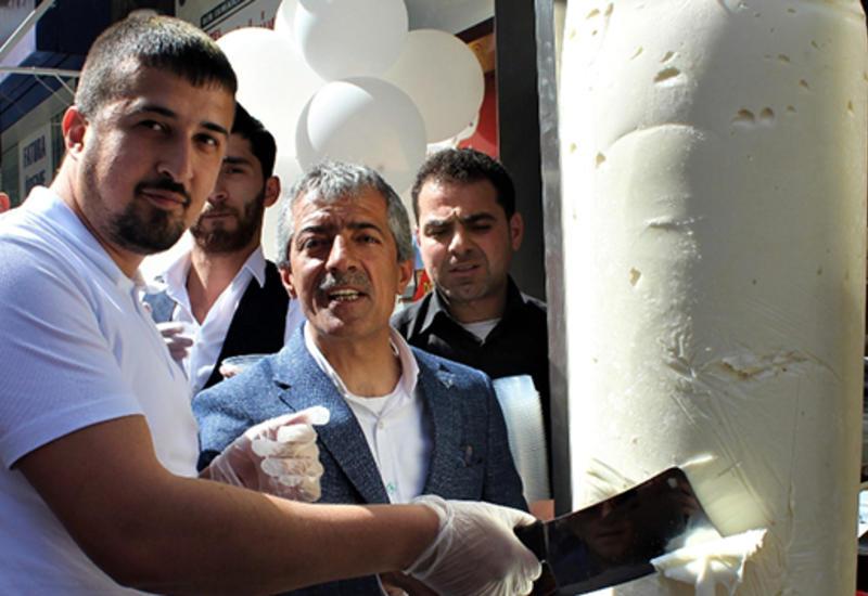 В Турции начали продавать доняр-мороженое