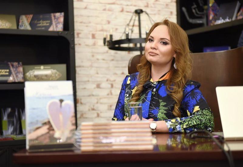 "В Баку представили книгу ""Качели над Каспием"""