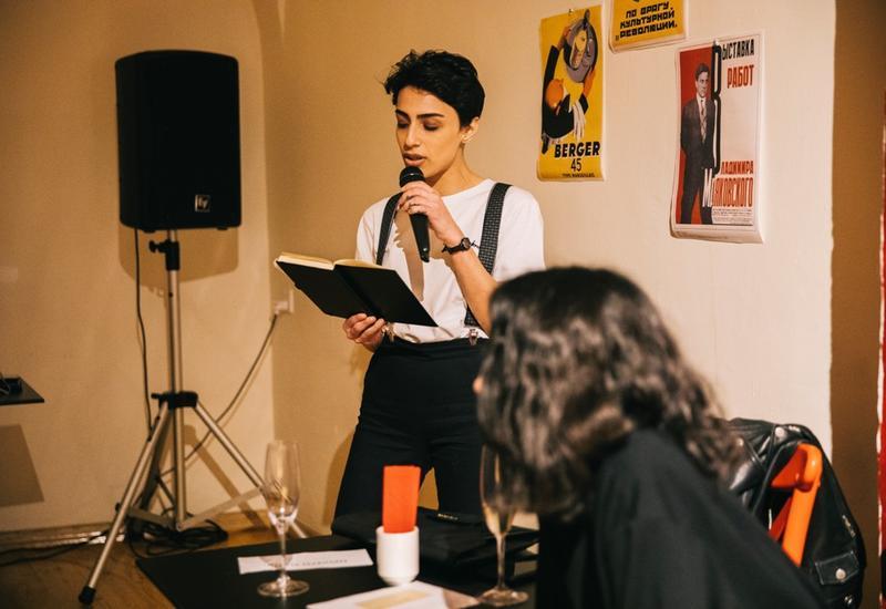 Молодежь в Баку провела поэтический вечер