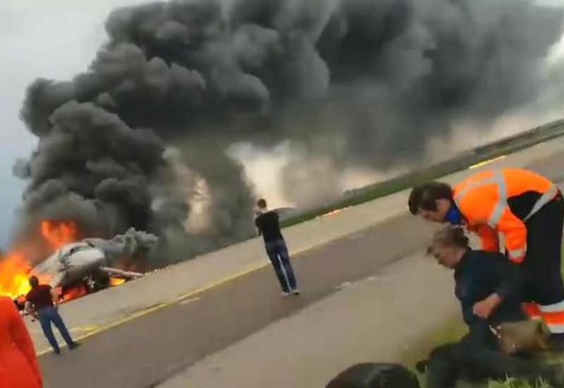 Появилось новое видео горящего в Шереметьево самолета