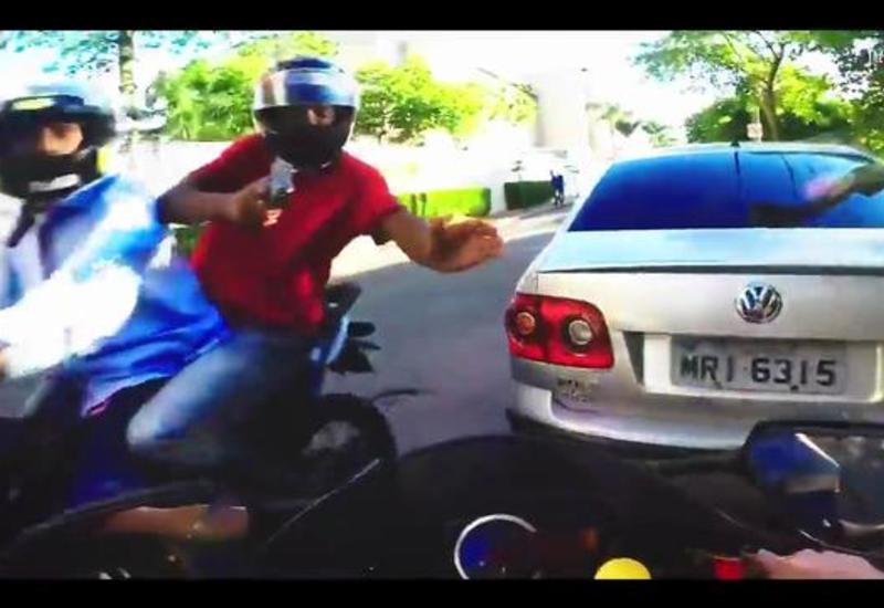 Быстрые ноги помогли парню уберечь мотоцикл от грабителей