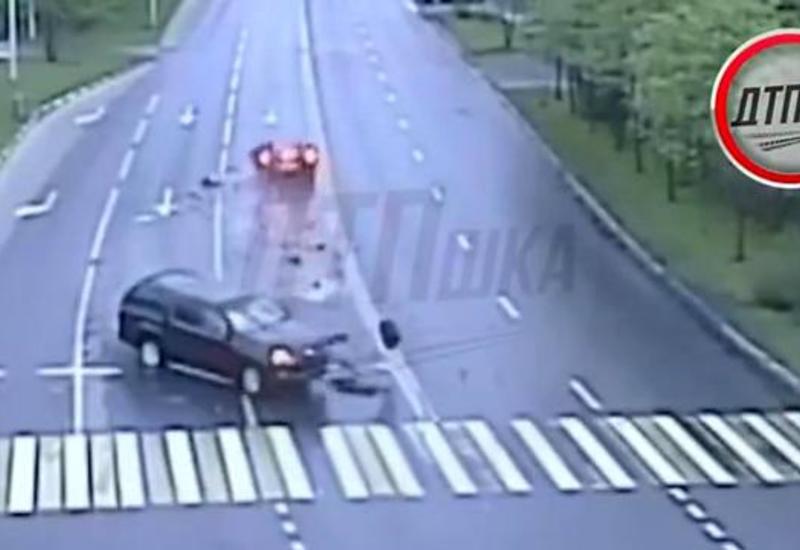 В Москве внедорожник поймал Ferrari и превратил в груду металла