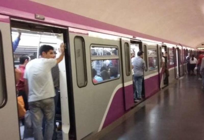 Бакинский метрополитен назвал причину сбоя в движении поездов