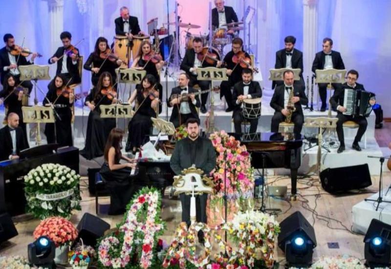 Известный певец Агшин Абдуллаев дал сольный концерт в Филармонии