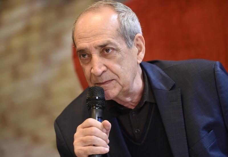 В Бакинском книжном центре состоялась встреча с Расимом Балаевым