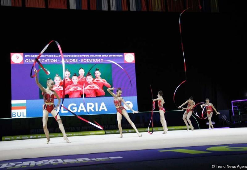 В рамках третьего дня Чемпионата Европы в Баку проходят выступление групповых команд в упражнениях с пятью лентами