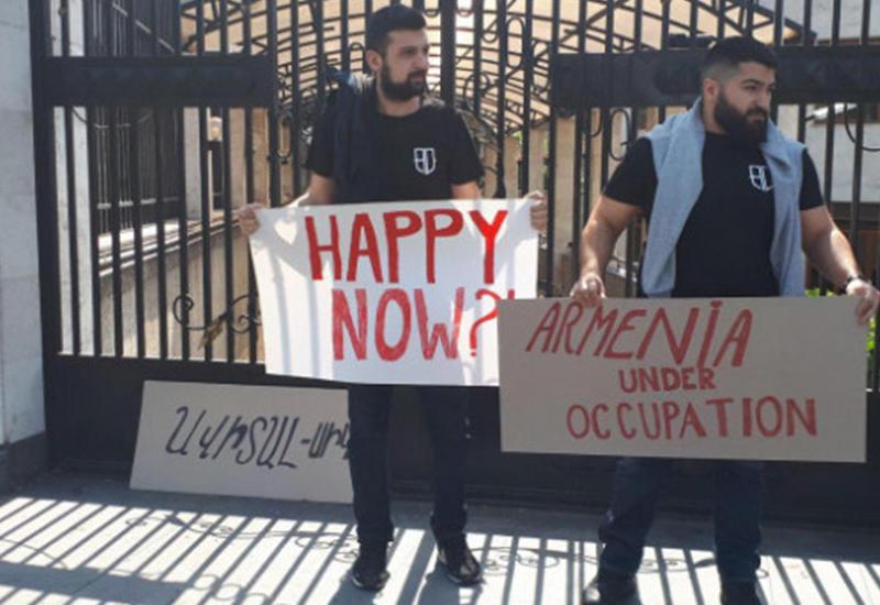 «Ну что, счастливы?» - акция протеста перед офисом ЕС в Ереване