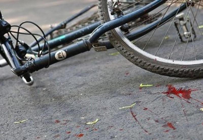В центре Баку автомобиль сбил велосипедиста