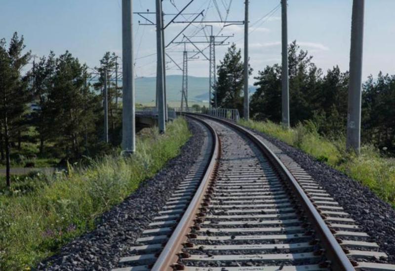 В Азербайджане поезд сбил школьника