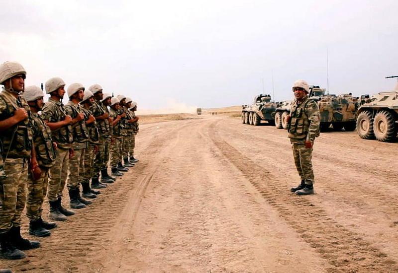 Азербайджан вывел ракетные и артиллерийские установки на огневые позиции