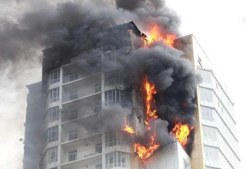 В Москве загорелся бизнес-центр