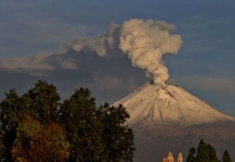 Самый опасный вулкан в мире извергается в Мексике