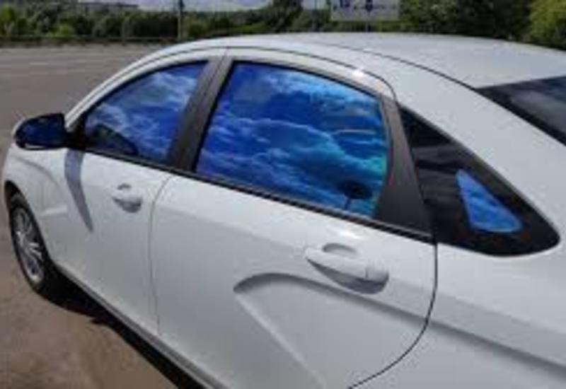 2-летний ребенок оказался заперт в раскаленной от жары машине