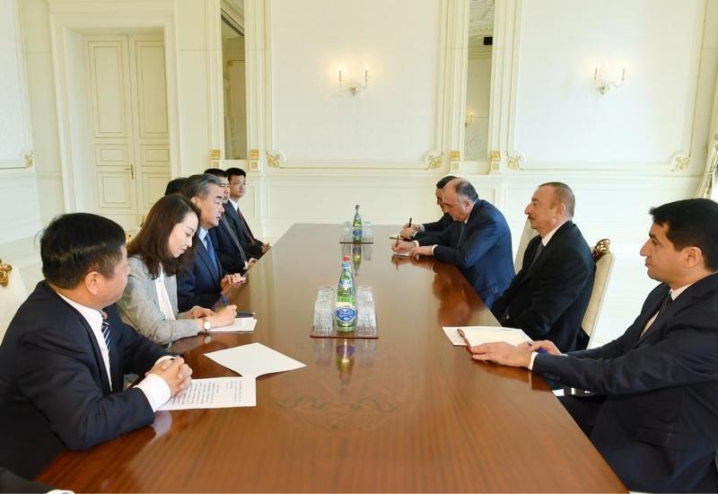Президент Ильхам Алиев принял министра иностранных дел Китая