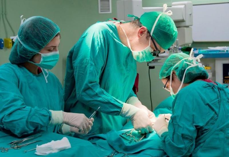 В Баку тысячам людей сделают сложную операцию