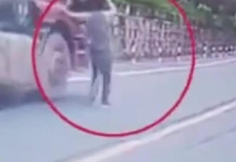 Храбрый водитель рискнул жизнью, чтобы остановить грузовик