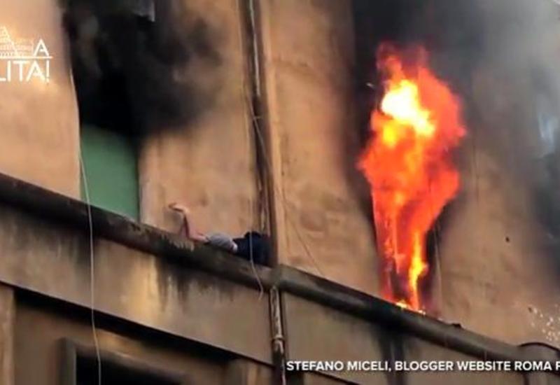 Мужчина пытался спастись от пожара на карнизе