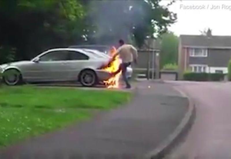 Водитель попытался потушить охваченный огнем BMW, задувая его как свечку