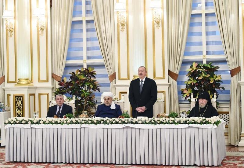 Президент Ильхам Алиев: Мы охраняем наши исторические, религиозные памятники, государство и религия и здесь находятся вместе