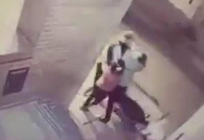 Девочка ударом в челюсть обратила в бегство налетчика, напавшего на ее мать