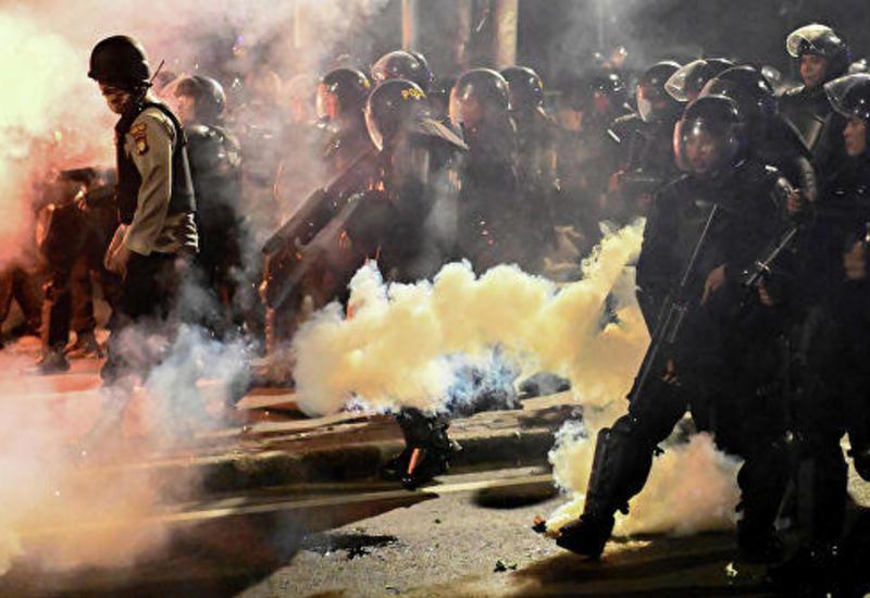 Число пострадавших в протестах в Джакарте превысило 900