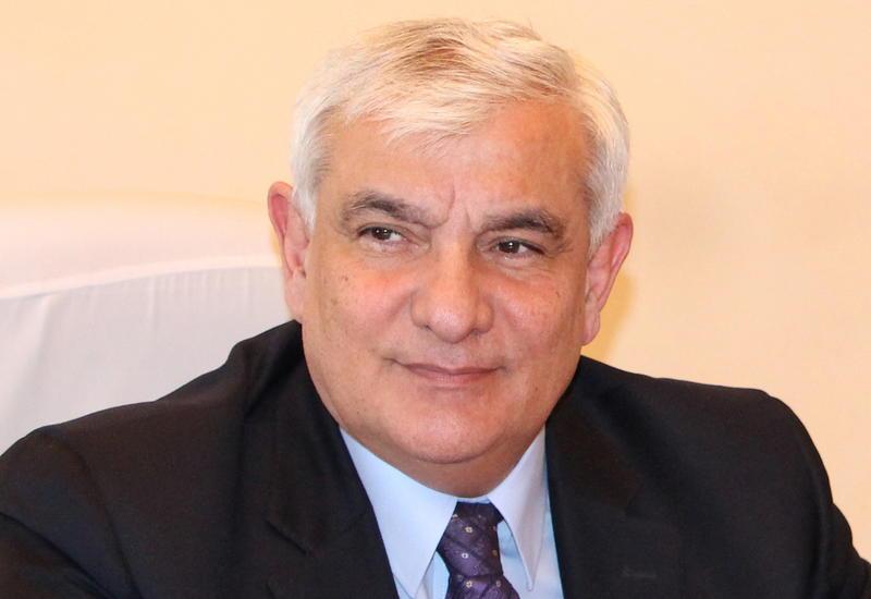 Кямал Абдулла получил почетное звание народного писателя
