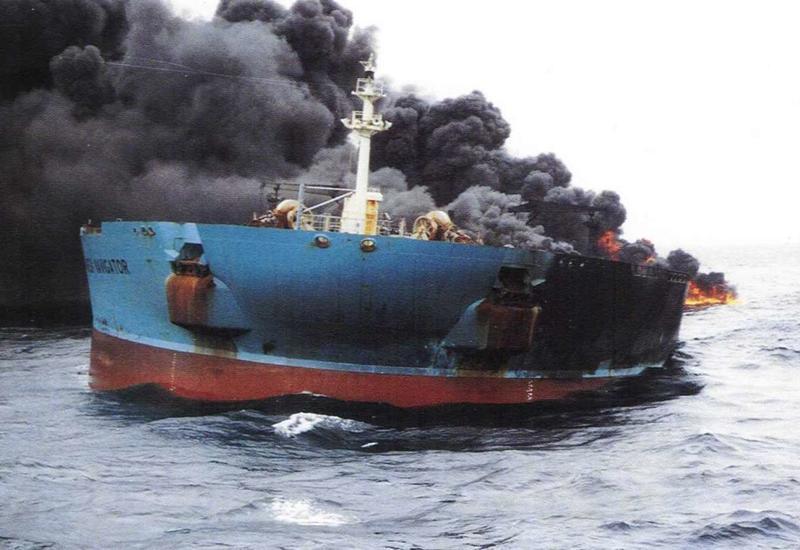 У берегов Таиланда сгорело судно, десятки пострадавших