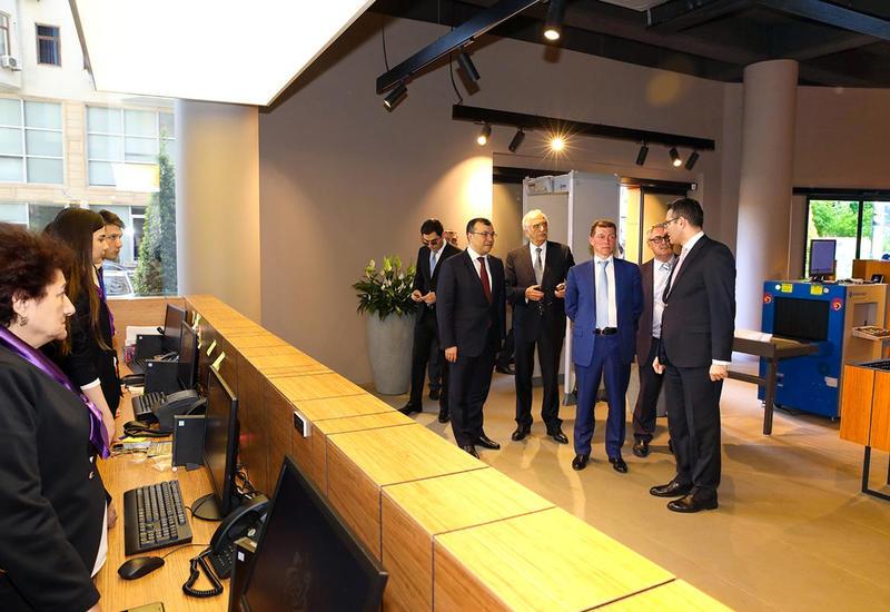Российский министр в Центре DOST в Баку