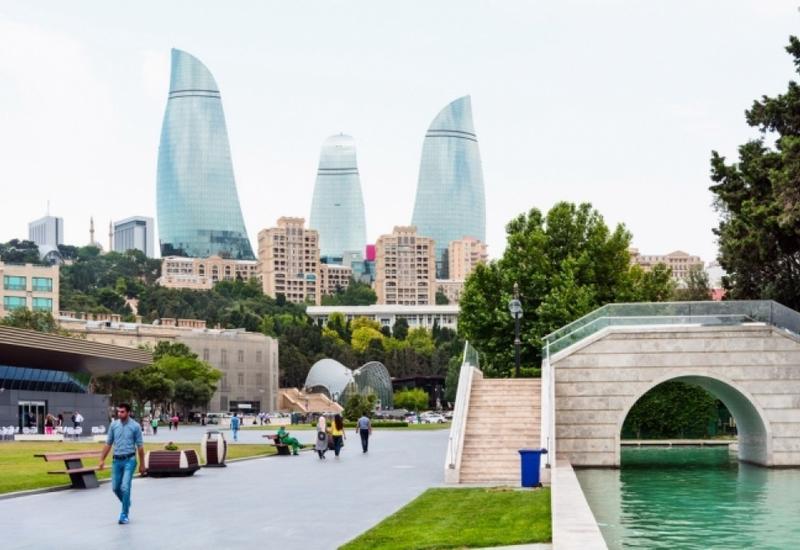 На Баку надвигаются сильный ветер и ливни