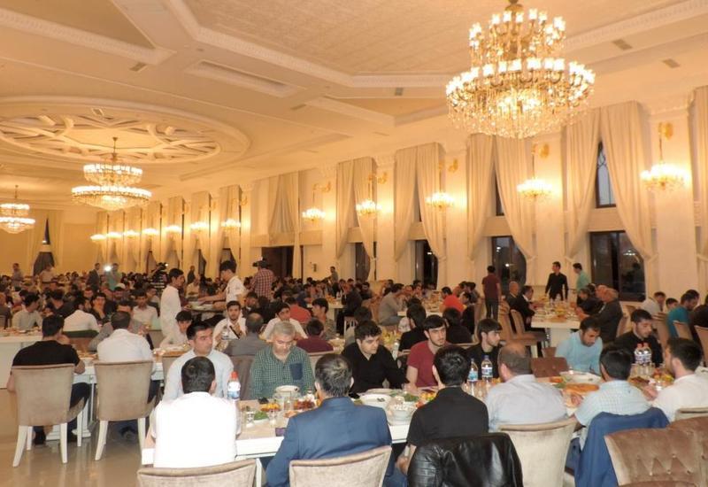 По инициативе Фонда Гейдара Алиева в религиозном комплексе «Имамзаде» в Гяндже был организован ифтар