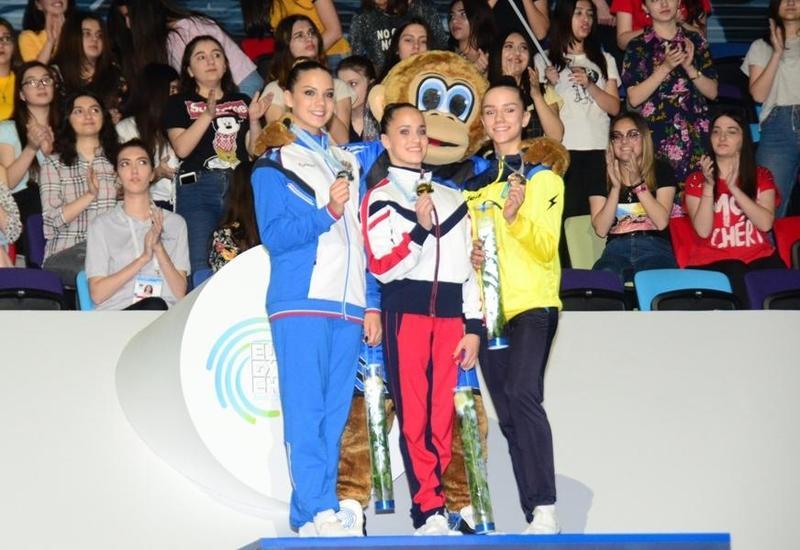 В Баку прошла церемония награждения победителей Чемпионата Европы в индивидуальной программе среди женщин и мужчин и смешанных пар