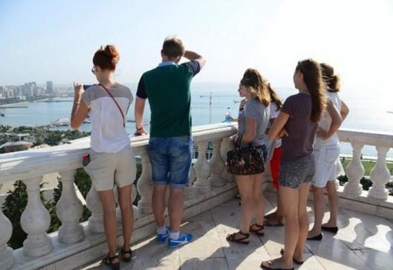 Сколько туристов посетили Азербайджан в апреле?
