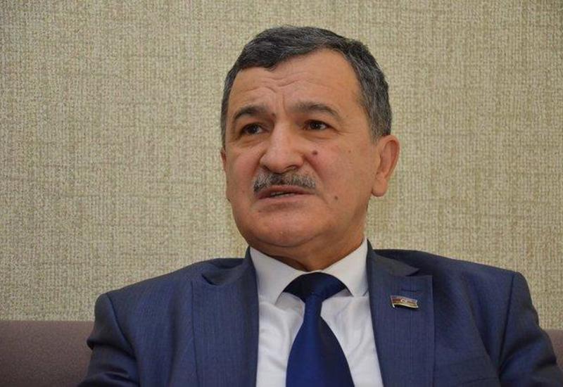 Азербайджанский депутат навестил в больнице правозащитника Огтая Гюльалыева