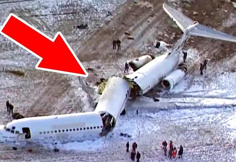 Во время посадки самолет развалился на 3 части