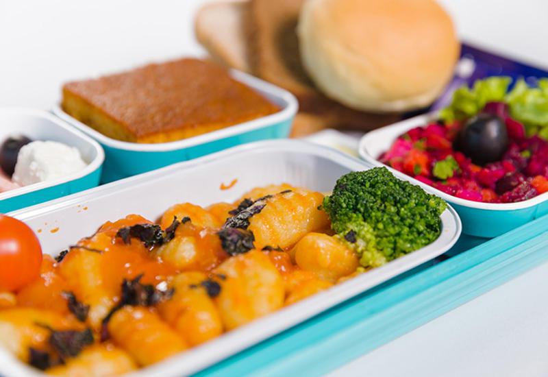 Питание на борту самолетов AZAL признали одним из лучших