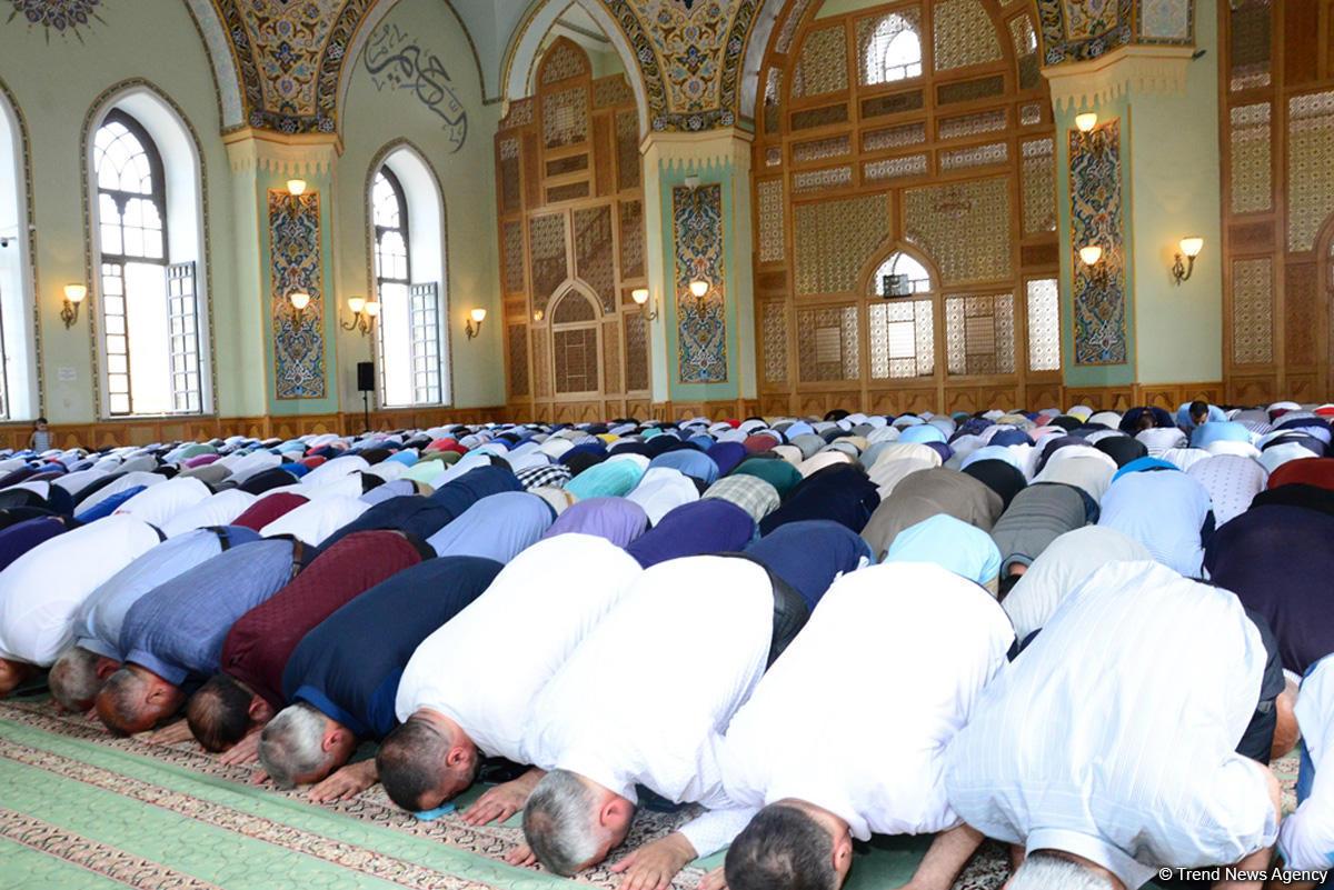В мечети Тезепир совершен намаз по случаю праздника Рамазан