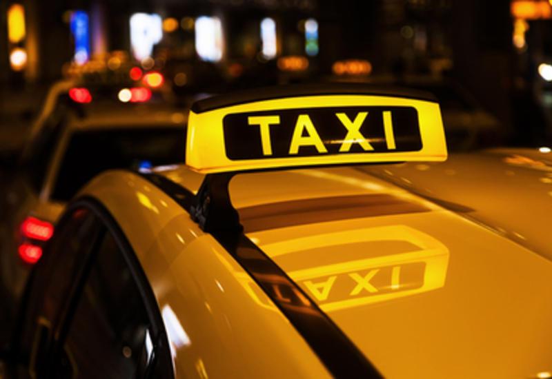 Мужчина выиграл миллион и продолжил работать таксистом