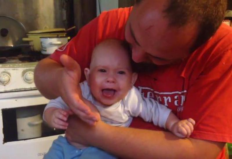 Как быстро успокоить плачущего без причины малыша