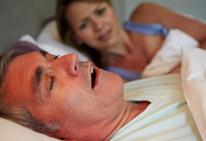 Медики рассказали, окаком заболевании говорит сильный храп восне