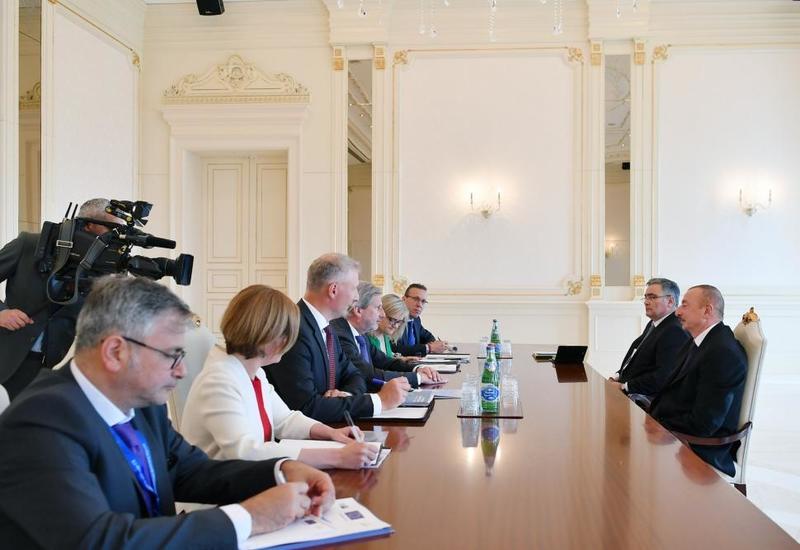 Президент Ильхам Алиев принял делегацию во главе с еврокомиссаром