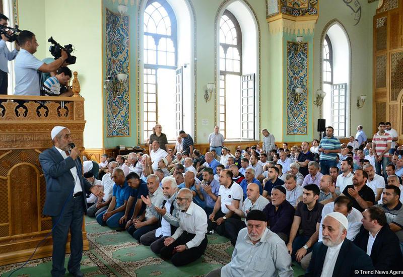 Лишь 7-8% населения Азербайджана совершают намаз в мечетях - Госкомитет