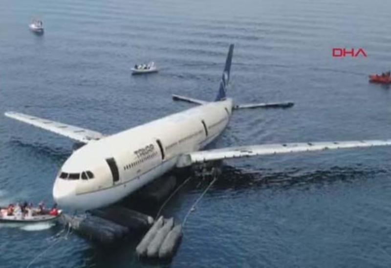 У берегов Турции затонул пассажирский самолет