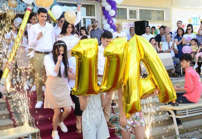 """""""Последний звонок"""" в бакинских школах"""