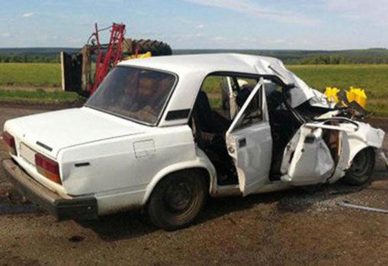 Qubada avtomobil krana çırpıldı, sürücü öldü