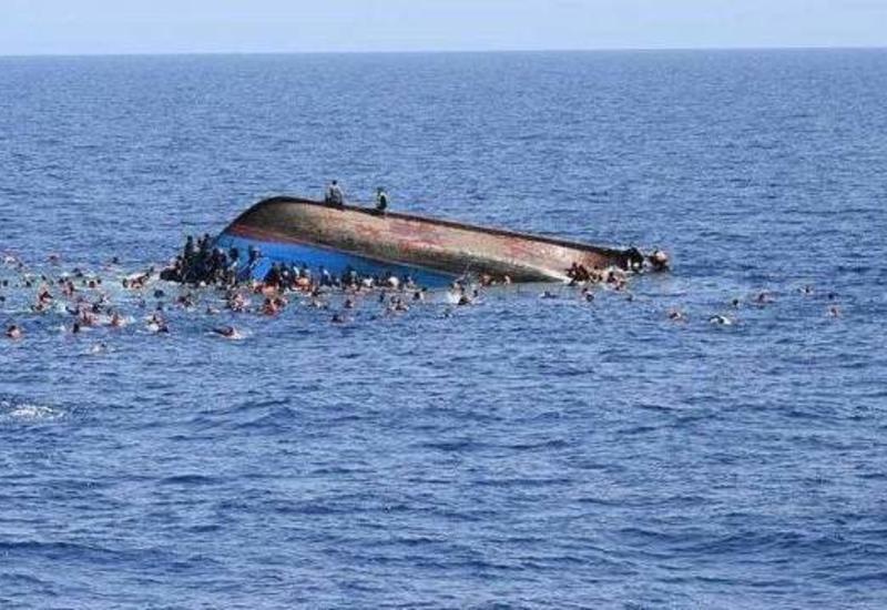 У побережья Турции затонуло судно с нелегалами